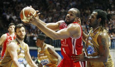 Basket, Cantù domina il derby    vd    Milano sconfitta dopo 20 vittorie       Video   La puntata di Olimpiamente