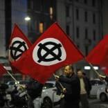Saluti romani al corteo   foto   per Ramelli: 16 a processo per apologia di fascismo   vd