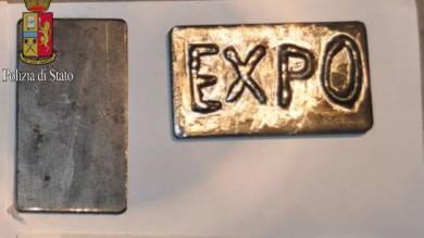 Foto  Armi nel box di un ultrà del Milan C'era anche droga con la scritta 'Expo'