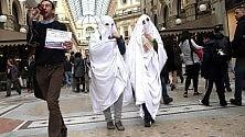 La protesta dei fantasmi nel flashmob in Galleria