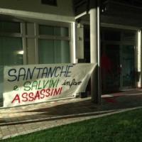 Bergamo, blitz del centro sociale nella sede della Lega: