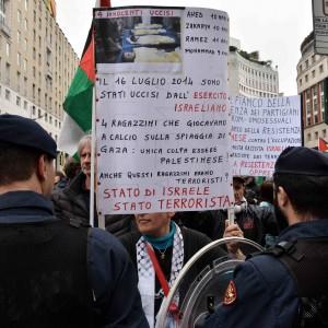"""Milano, al corteo del 25 aprile insulti e striscioni contro la Brigata ebraica: """"Assassini"""""""