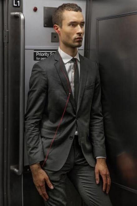 Facce da metrò: le foto catturano l'espressione