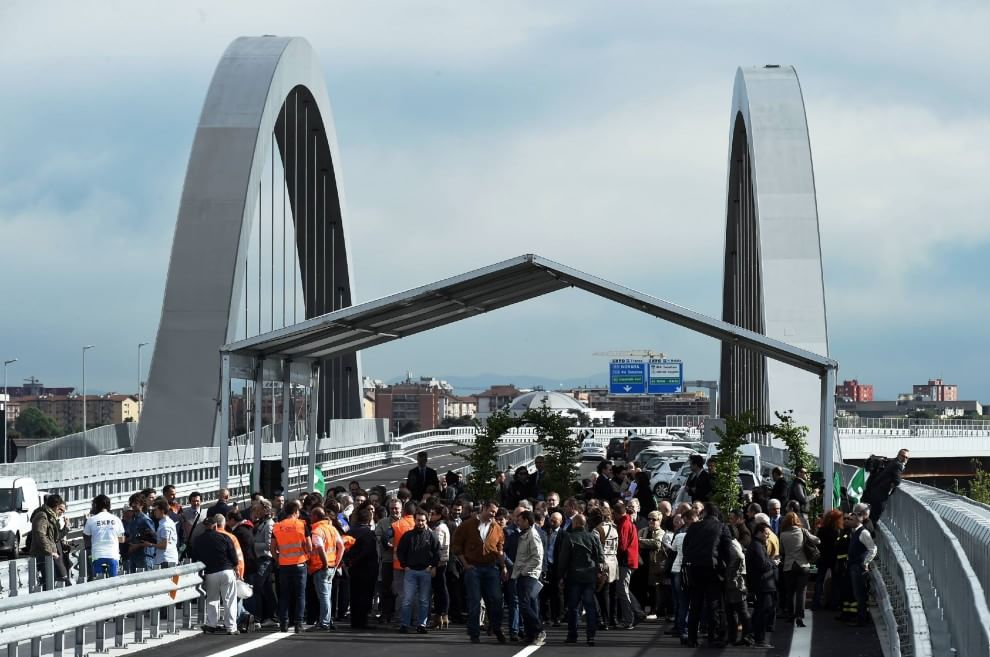 Archi e led, apre il nuovo ponte sui padiglioni Expo