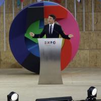 """Renzi apre l'Expo: """"Oggi inizia il nostro domani"""". Il messaggio del Papa: """"Pane e lavoro..."""