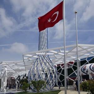 Expo, si stacca una placca metallica dal padiglione della Turchia: ferita una donna