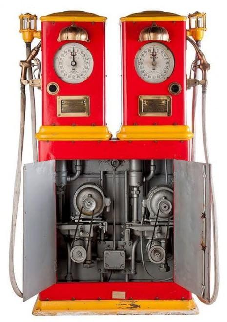 Varese, in mostra le pompe di benzina vintage