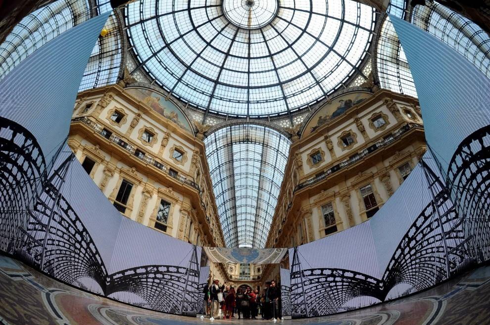 Milano, gioco di specchi nella Galleria appena restaurata