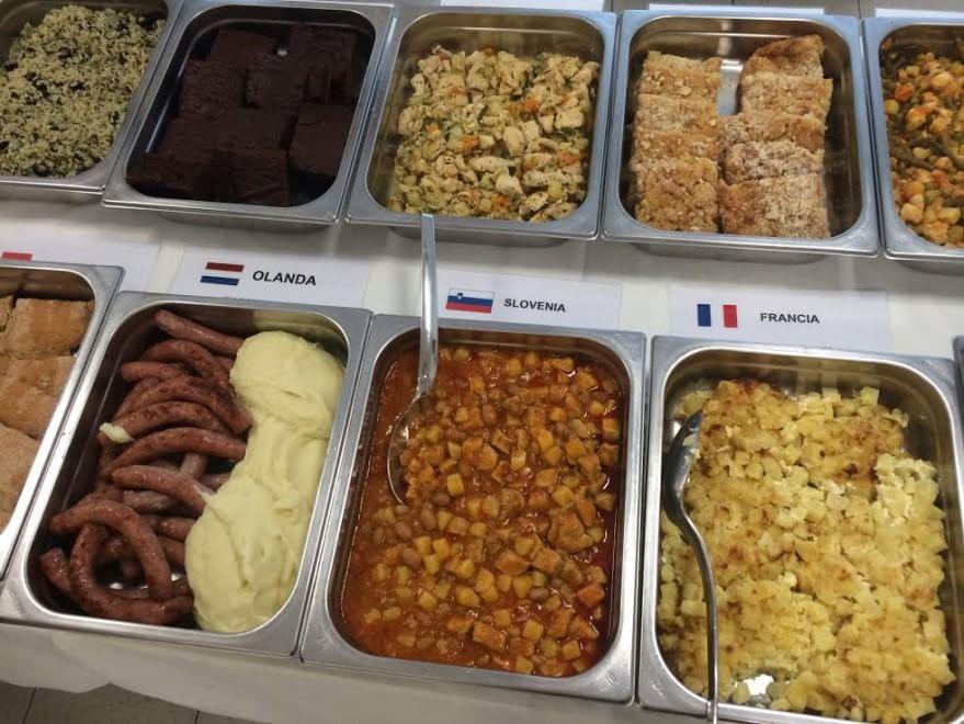 Expo, paella o canederli: assaggi dal mondo nelle scuole di Milano