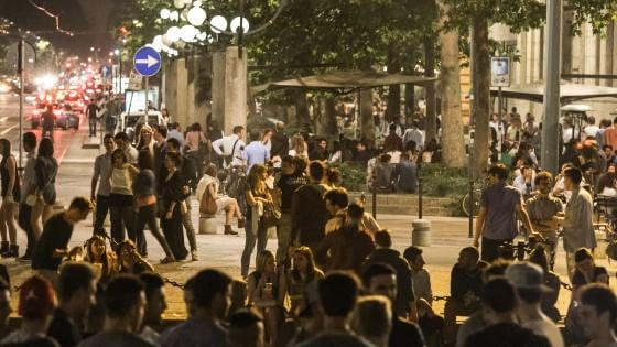 Milano, i residenti in rivolta contro la movida senza limiti di orario per sei mesi