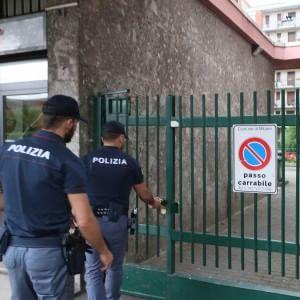 Milano, uccide per gelosia il compagno dell'ex moglie con 12 coltellate: arrestato un 40enne