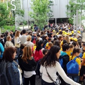 Expo, il dress code del ministero per gli studenti in gita: vietate le scritte politiche sulle magliette