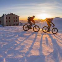 Sondrio, l'impresa sulla neve: fino a 3.700 metri in fat bike
