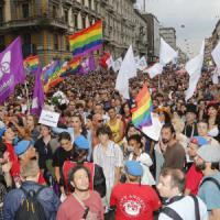 Gay Pride, il Pirellone dice sì al patrocinio. La Lega contro Cecchetti:
