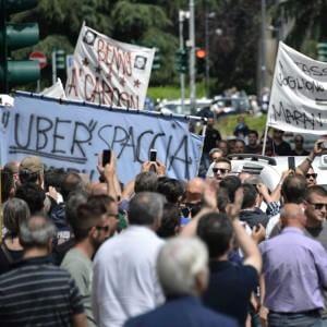 """Milano, il tribunale blocca 'Uber Pop' in tutta Italia: """"Concorrenza sleale, soprattutto con Expo"""""""