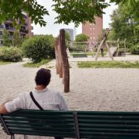 """Milano, i genitori della 13enne disabile presa a sassate: """"Vigliacchi, abbiamo denunciato..."""