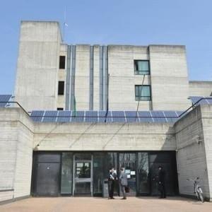 Tribunale Lodi, il procuratore fa il test con la pistola: il metal detector è rotto e non suona