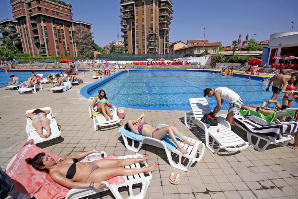 Anteprima d 39 estate in piscina i primi tuffi di milano 1 for Milano piscina argelati