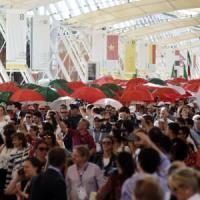 Expo, turisti e tante famiglie: cambio della guardia sul Decumano