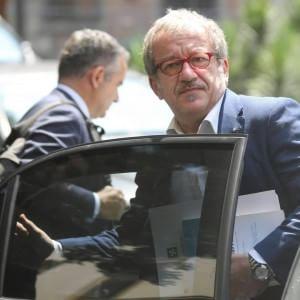 """Inchiesta Maroni, il governatore intercettato: """"I carabinieri ci rompono sul contratto"""""""
