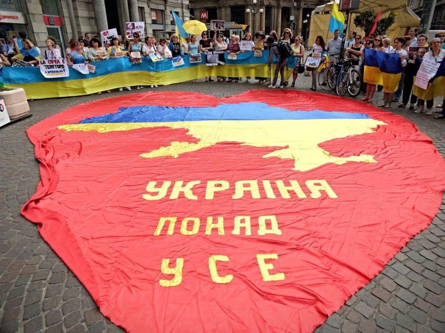 la protesta della comunità ucraina