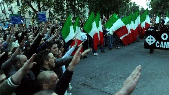 Milano, tutti prosciolti per i saluti romani durante cerimonia per Ramelli di un anno fa