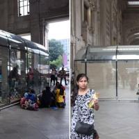 Profughi, più privacy in stazione a Milano: oscurate le pareti dei box in plexiglass