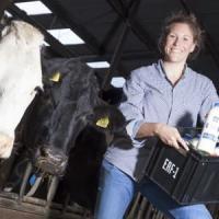 Expo, Irene alleva le vacche e insegna ai bambini come mangiare sano