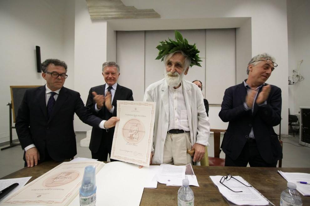 Milano brera consegna a enzo mari la laurea honoris causa for Accademia di design milano