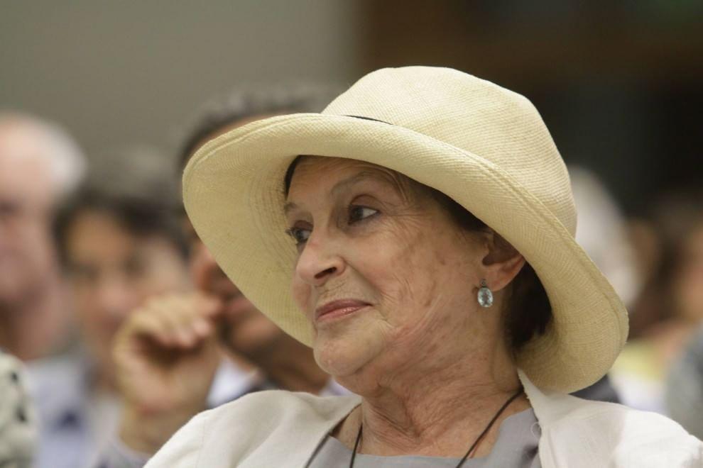 Milano brera consegna a enzo mari la laurea honoris causa for Laurea design milano