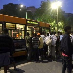 """Milano, rivolta choc all'Atm: """"Non guidiamo i bus per portare i profughi"""""""