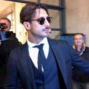 Fabrizio Corona scarcerato, il giudice di Milano lo affida a don Mazzi. Lui: 'Dentro non ci torno'