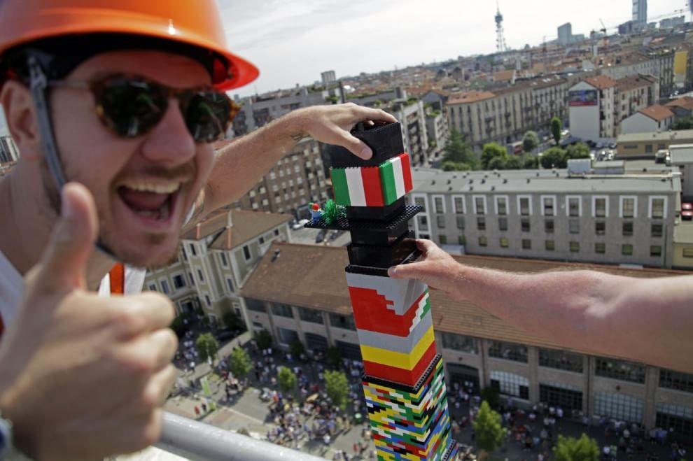 Milano, 580mila mattoncini Lego: ecco la torre più alta del mondo