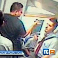Milano, ferrovieri colpiti con il machete: ecco il film dell'aggressione
