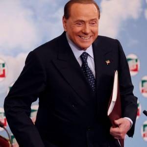 """Ruby Ter, Berlusconi verso un nuovo processo con altri 33: """"Fino a ieri ha comprato per il silenzio delle Olgettine"""""""