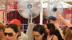 Foto  Giornate di fuoco a Expo ombrelli e acqua gratis  per affrontare il Decumano