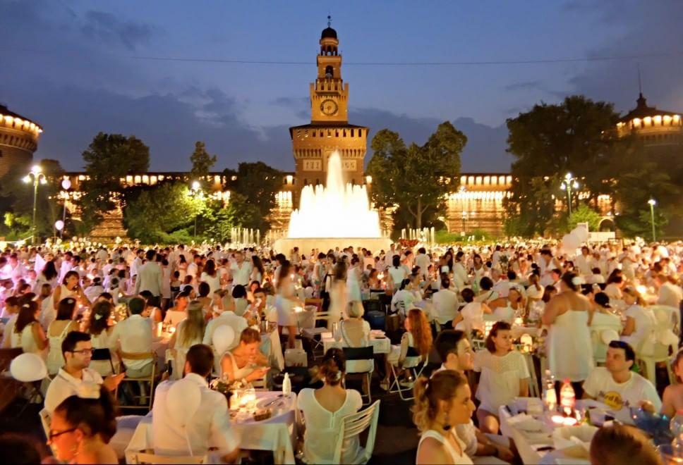 Cena in bianco a Milano, atmosfere retrò e picnic