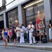 Milano, saldi si parte: la spesa media sarà di 150 euro. Notte bianca in Buenos Aires
