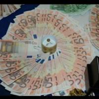 Milano, carte di credito clonate e svuotate al bar: truffa da 85mila euro, un arresto