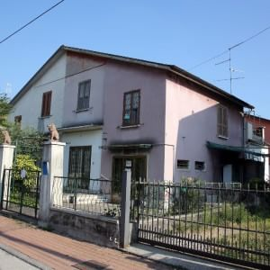 Brescia, cadavere nella casa in vendita: arrestato in sauna, viveva nell'auto della vittima ...