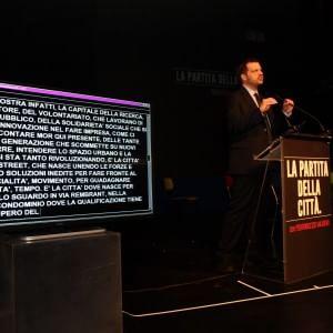 """Milano, Majorino sul palco che fu di Pisapia: """"Mi candido senza se e senza ma. Sì alle primarie"""""""