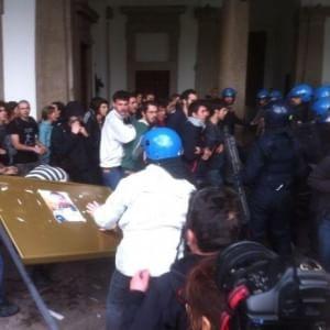 Milano, sette condanne fino a nove mesi per gli scontri con la polizia alla Statale