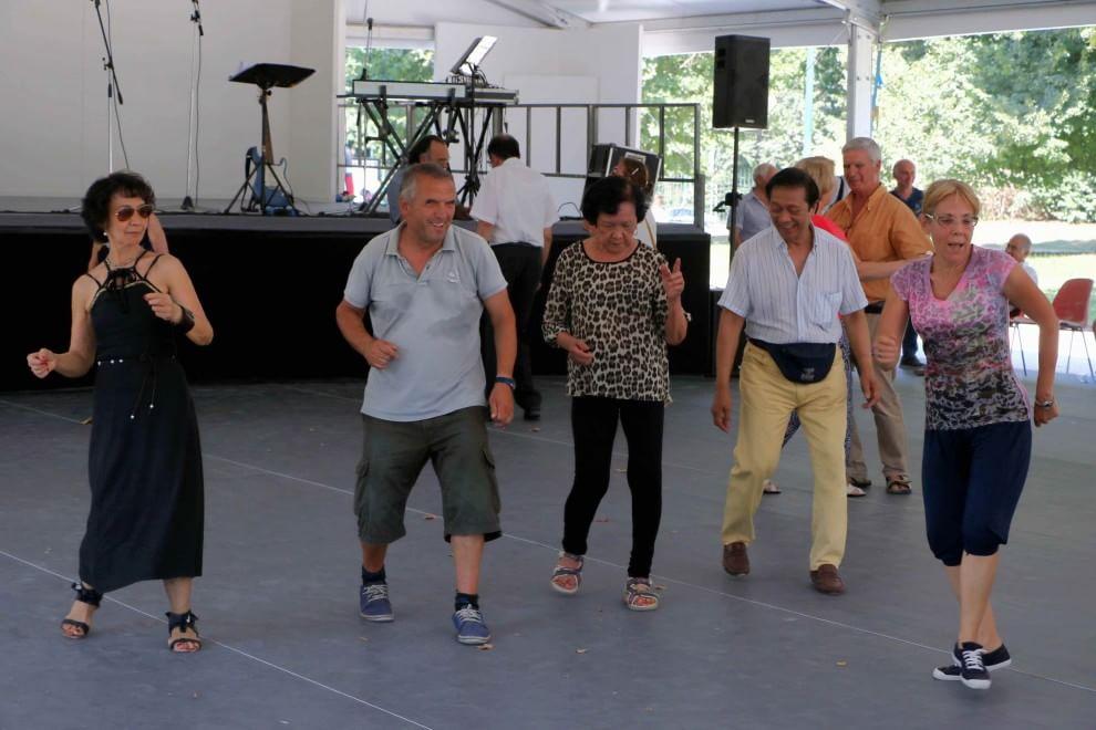 Milano un 39 estate di allegria per gli anziani si balla in for Piazza del cannone