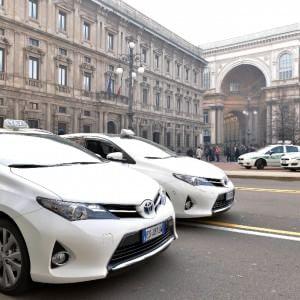 Milano, numero unico per i taxi: parte la sperimentazione in città con mille utenti