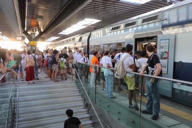 Expo, tensioni e malori alla stazione di Rho per i ritardi e i treni senza aria condizionata