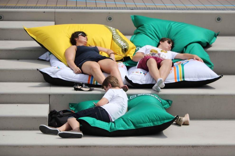 Expo, la saga degli 'Spiaggiati' continua: arrivano maxi cuscini