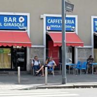 Milano, accoltellato per strada chiede aiuto in un bar: 38enne muore in ospedale