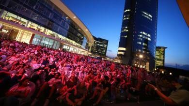Foto  Giannini con la Filarmonica Italiana  folla in Gae Aulenti per il nuovo Pavilion