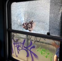 Crema, sasso scagliato contro un treno in corsa: due feriti