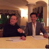 Milan, Berlusconi e il patto con mr Bee: la stretta di mano dopo la firma